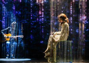 Hồ Ngọc Hà biểu diễn hit Cả một trời thương nhớ.
