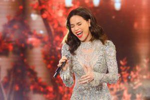 Nữ ca sĩ kết thúc chương trình bằng bài hát 'Bang bang'