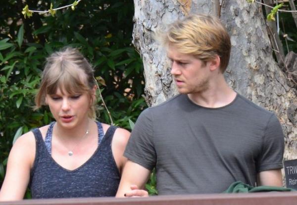 Taylor Swift sẽ tổ chức đám cưới vào tháng 8 tới, taylor và joe