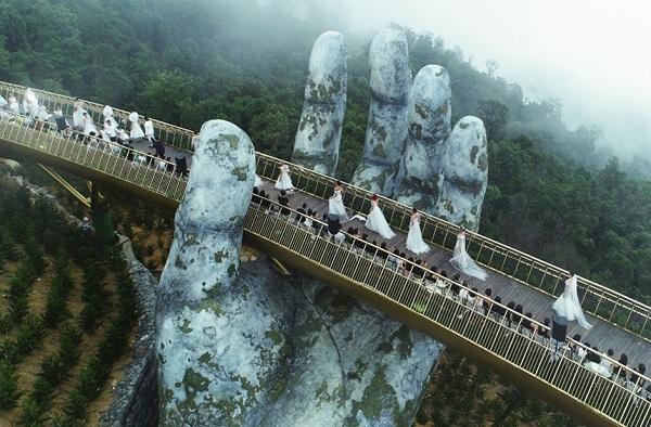 Sàn catwalk trên mây Cầu Vàng Đà Nẵng