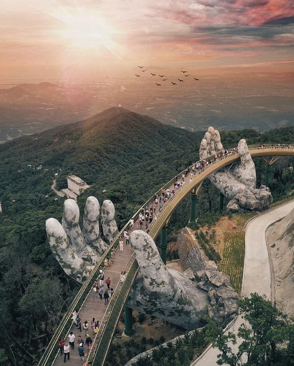Cầu Vàng Đà Nẵng chính là địa điểm check in hot nhất trên thế giới mùa hè này